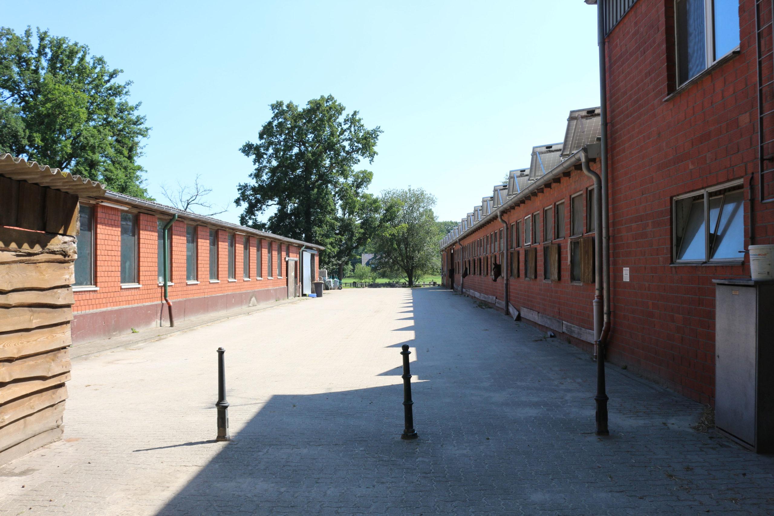 Innenhof zwischen den Stallungen